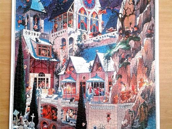 Castle of Horror by Loup ( 2002 ) 2000 Pieces ( Heye )