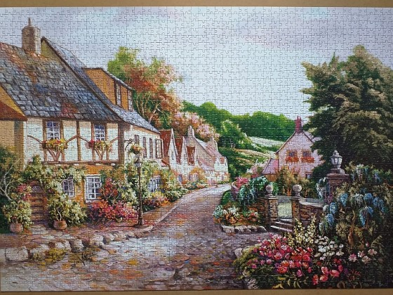 The Town by Carl Valente 2000 Pieces ( Art Puzzle )